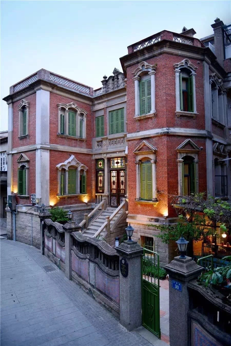 Yang Tao Hotel, Fu Xing Castle (Yang Tao Yuan Zi, Fu Xing Gu Bao Dian 杨桃院子, 复兴古堡店)