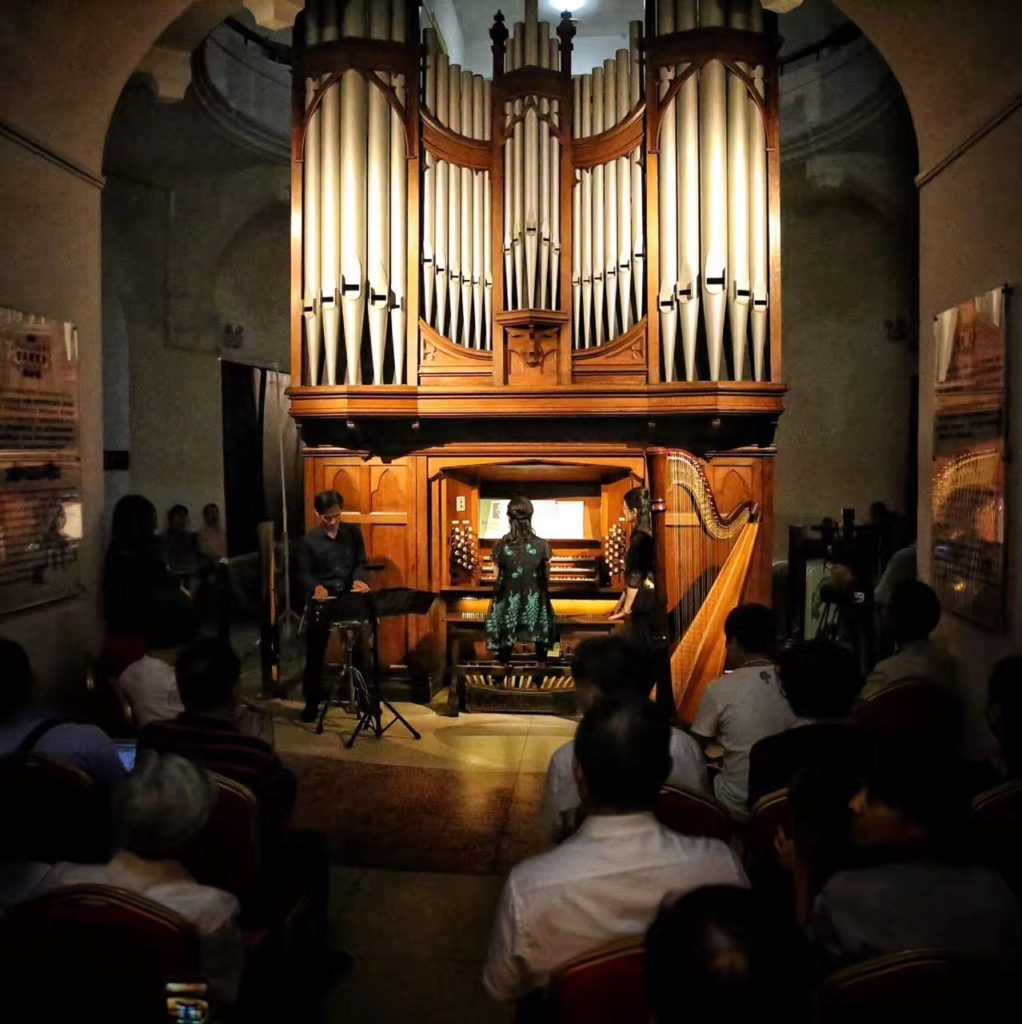 Kulangsu Music Festival Ends With Organ Museum Concert Featuring Harp, Snare Drum, and Australian Organ Expert (鼓浪屿音乐会在风琴博物馆谢幕)